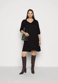 Dorothy Perkins Curve - V NECK SMOCK - Jersey dress - black - 1