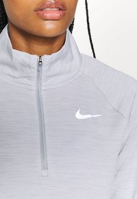 Nike Performance - PACER - Treningsskjorter - light smoke grey/reflective silver - 6