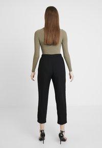Monki - PALEY TROUSERS - Pantalones - black - 0