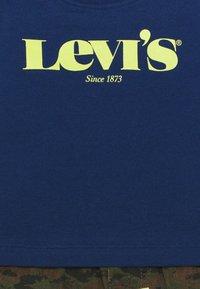 Levi's® - TEE SHORT SET - T-shirt imprimé - estate blue - 3