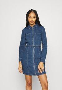 ONLY - ONLPHILLY LIFE ZIPPER DRESS - Denim dress - medium blue denim - 0