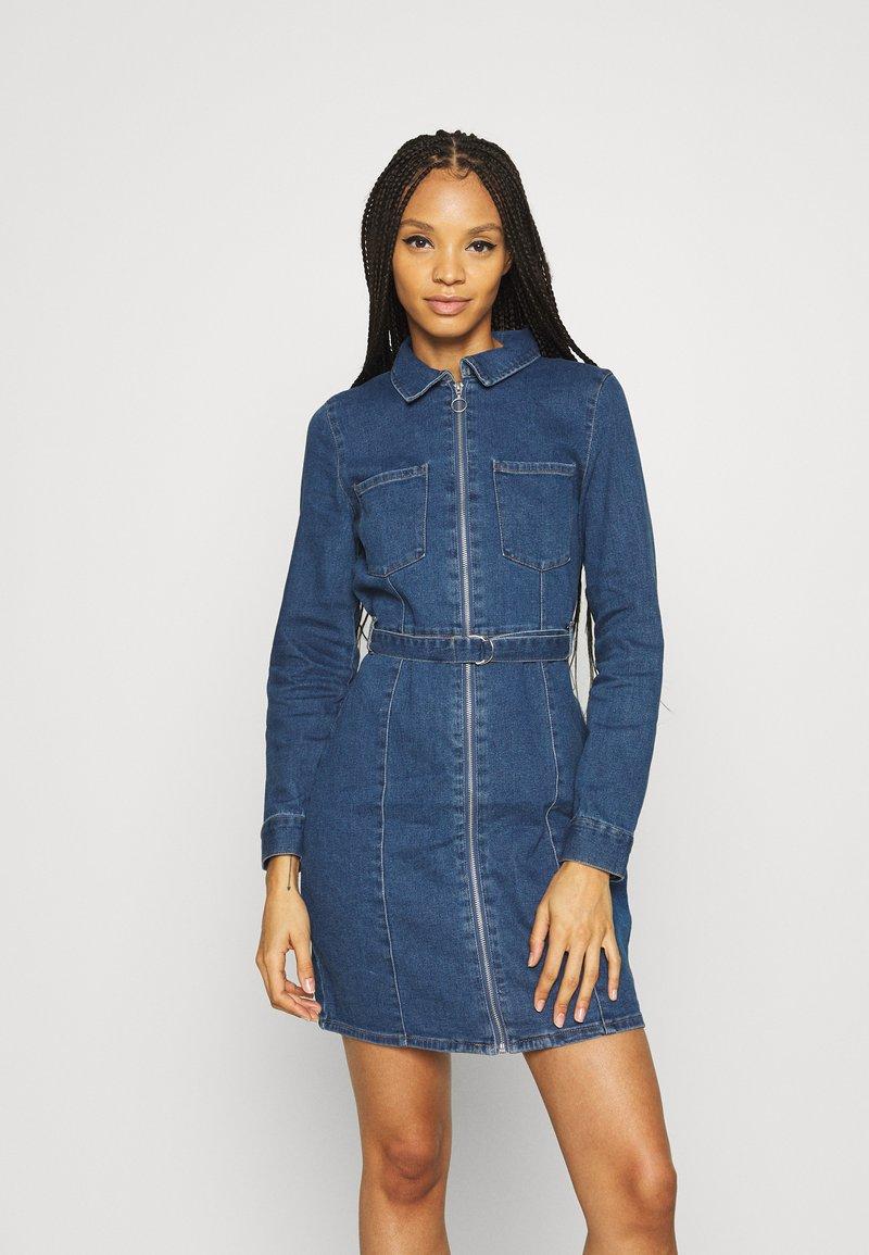 ONLY - ONLPHILLY LIFE ZIPPER DRESS - Denim dress - medium blue denim