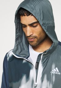 adidas Performance - BACK TO SPORT WIND.RDY ANORAK - Chaqueta outdoor - crew navy/blue oxide - 3