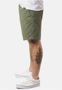 Carhartt WIP - Shorts - dollar green - 3