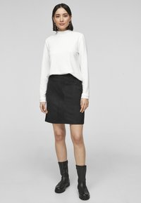 s.Oliver - IN VELOURSLEDER OPTIK - A-line skirt - black - 1