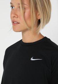 Nike Performance - CREW - Funkční triko - black/reflective silver - 3