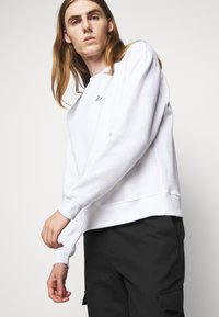 Holzweiler - HANGER CREW UNISEX - Sweatshirt - white - 5