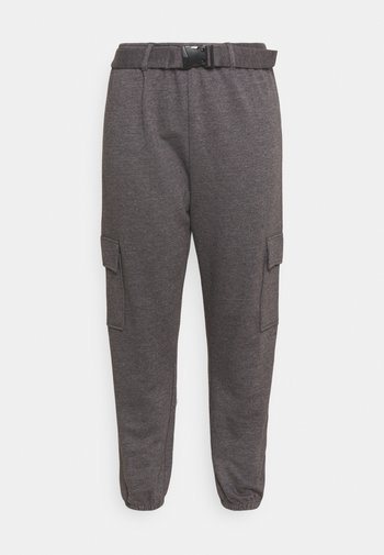 PLUS CARGO JOGGER WITH BUCKLE - Tracksuit bottoms - charcoal