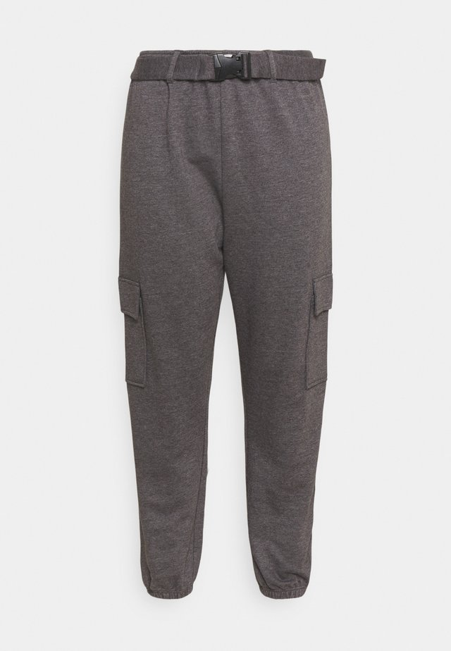 PLUS CARGO JOGGER WITH BUCKLE - Trainingsbroek - charcoal