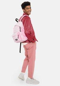 Eastpak - Reppu - velvet pink - 1