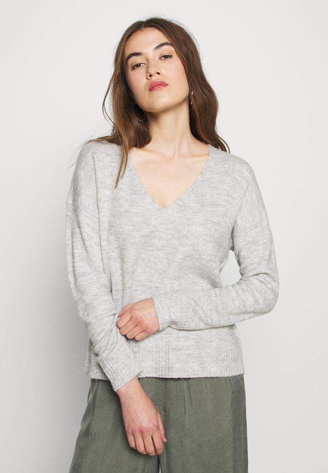 JDYELANORA V NECK - Sweter - light grey melange