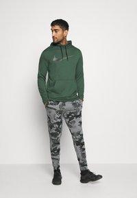 Nike Performance - Pantaloni sportivi - black/grey fog - 1
