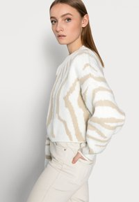 Miss Selfridge Petite - ZEBRA - Jumper - camel - 3