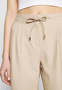 ONLY - ONLAIA  STRING PANT - Kalhoty - white pepper - 4