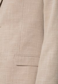 Isaac Dewhirst - WEDDING COLLECTION - SLIM FIT SUIT - Oblek - beige - 12