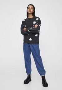 "PULL&BEAR - SWEATSHIRT ""MICKY MAUS"" MIT ALL-OVER PRINT 05596364 - Sweatshirt - mottled dark grey - 1"