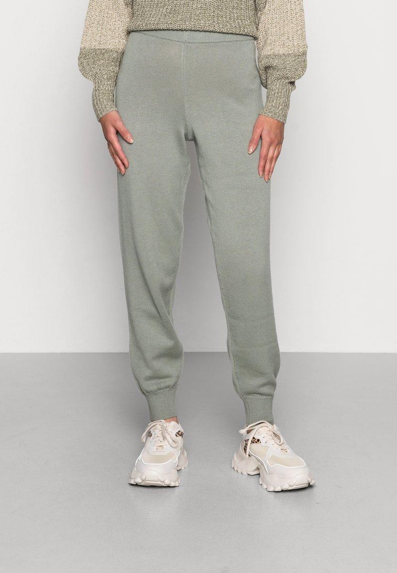 EDITED - GIONA PANTS - Tracksuit bottoms - desert sage green