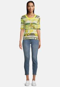 Betty Barclay - Print T-shirt - green/yellow - 1