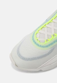 Nike Sportswear - AIR MAX 2090 UNISEX - Tenisky - platinum tint/blustery summit/white/volt - 4