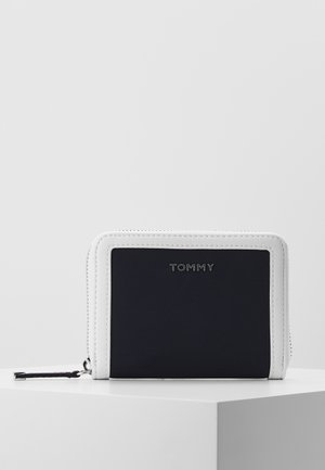 MEDIUM  - Wallet - white