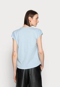Marc O'Polo - SHORT-SLEEVE DEEP ROUND-NECK - Basic T-shirt - sunny sky - 2