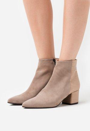 Kotníková obuv - madagaskar taupe