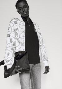 Versace Jeans Couture - Koszulka polo - black - 3