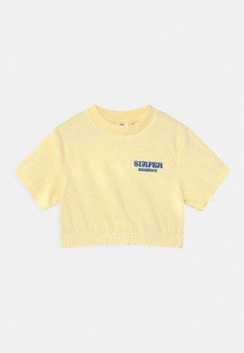 MINI TOWELLING TEE - Print T-shirt - transparent yellow