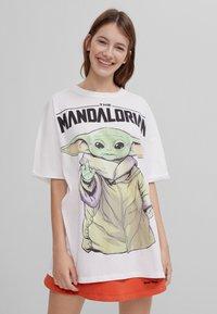 Bershka - THE MANDALORIAN - Print T-shirt - nude - 0