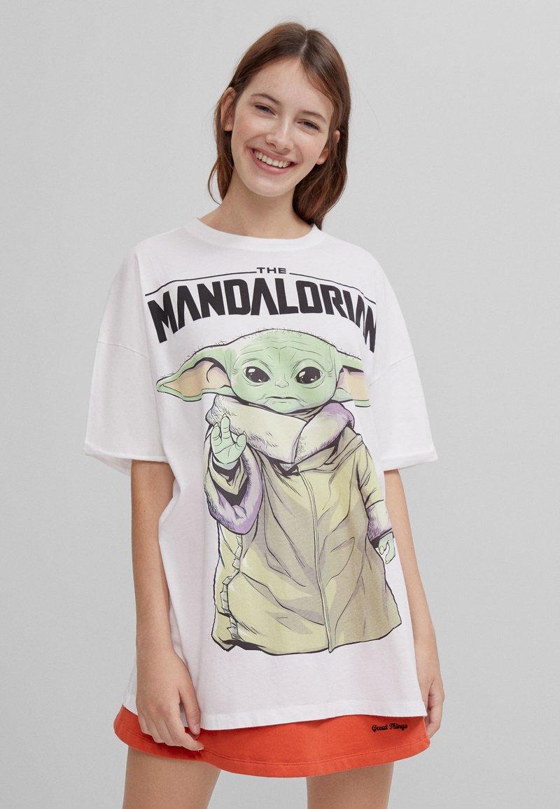 Bershka - THE MANDALORIAN - Print T-shirt - nude