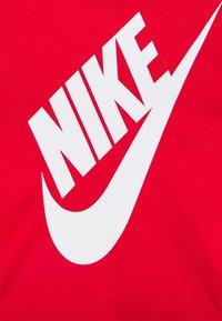 Nike Sportswear - FUTURA SET - Camiseta estampada - black/university red - 4