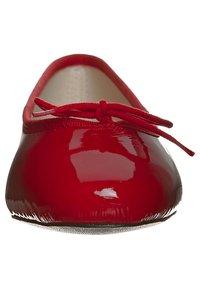 HIRICA - ZOE VEAU - Ballet pumps - vernis rouge - 3
