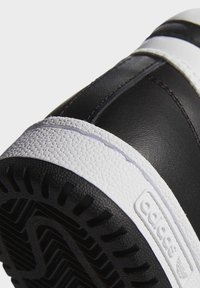 adidas Originals - TOP TEN SPORTS STYLE MID SHOES - High-top trainers - black - 9