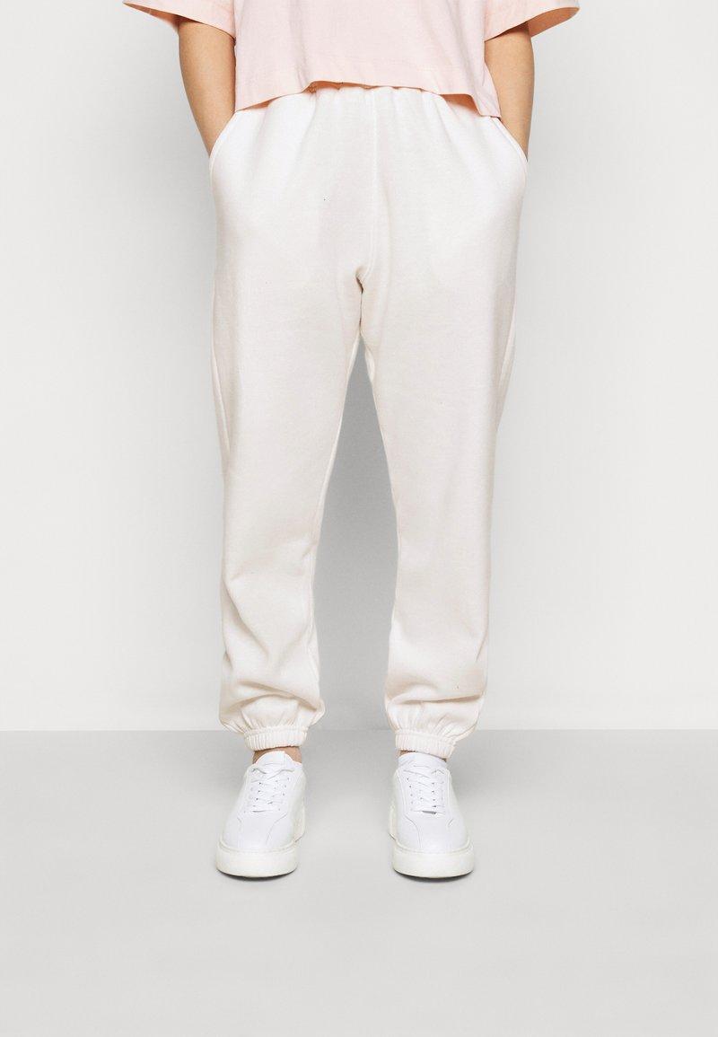Missguided Petite - PETITE 90S JOGGERS - Tracksuit bottoms - white