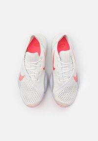 Nike Performance - AIR ZOOM SUPERREP 2 - Zapatillas de entrenamiento - summit white/bright crimson - 3