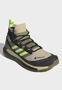 adidas Performance - TERREX FREE HIKER GORE-TEX PRIMEKNIT - Klatresko - beige - 1
