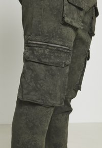 Good For Nothing - ACID WASH PANTS ONLY SIZE - Cargobyxor - green - 3