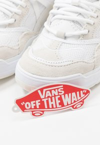 Vans - VARIX WC - Joggesko - true white/marshmallow - 5