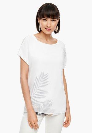 MIT LAYERING-EFFEKT - Blouse - white placed print