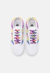 Vans - OLD SKOOL UNISEX - Sneaker low - true white - 3