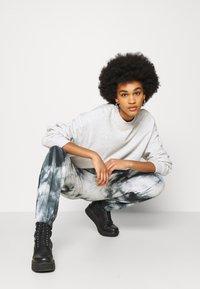New Look - TIE DYE JOGGER - Tracksuit bottoms - dark grey - 3