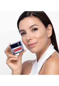 L'Oréal Paris Skin - REVITALIFT FILLER ANTI-AGE DAY CREAM - Anti-Aging - - - 5