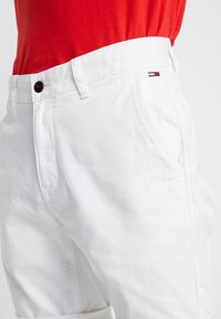 Tommy Jeans - ESSENTIAL - Shorts - white - 3
