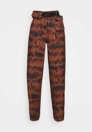PRINTED PARACHUTE TROUSERS - Trousers - brown