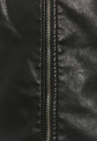 ONLY Carmakoma - CARMELISA JACKET - Bunda zumělé kůže - black - 6