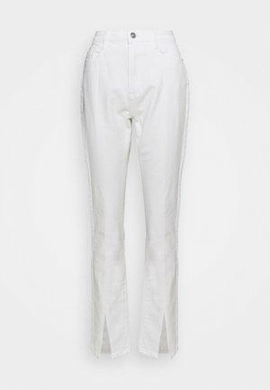 SPLIT FRONT WRATH - Straight leg -farkut - white