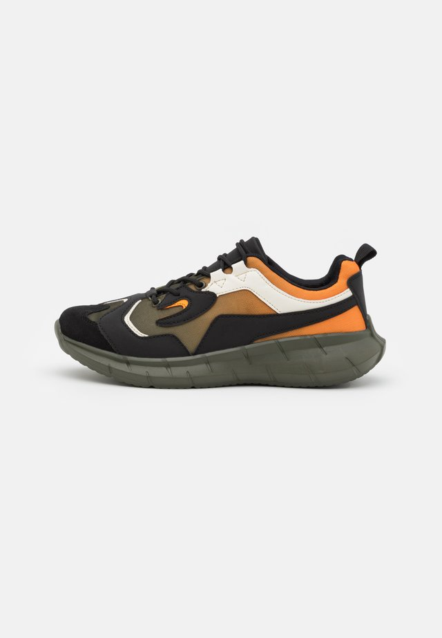 FLETCH - Sneakers laag - khaki/orange
