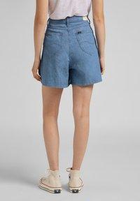 Lee - STELLA - Denim shorts - light linnen - 2