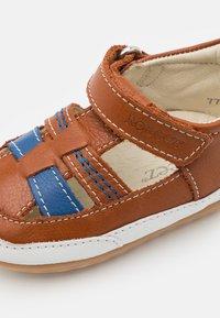 Robeez - MINIZ - First shoes - beige/fonce bleu - 5