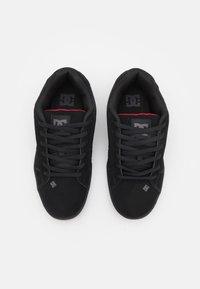 DC Shoes - NET UNISEX - Skate shoes - black /red - 3